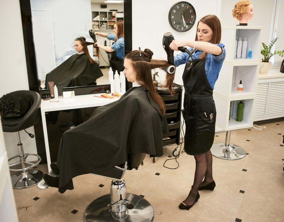 Un salon de coiffure