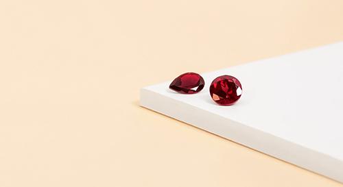 beaucoup de choix de pendentif en rubis